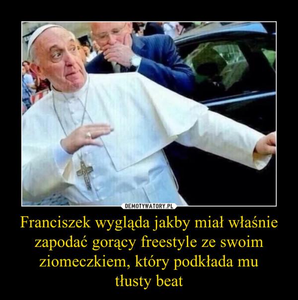 Franciszek wygląda jakby miał właśnie zapodać gorący freestyle ze swoim ziomeczkiem, który podkłada mutłusty beat –