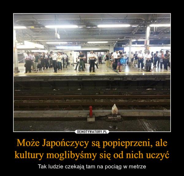 Może Japończycy są popieprzeni, ale kultury moglibyśmy się od nich uczyć – Tak ludzie czekają tam na pociąg w metrze