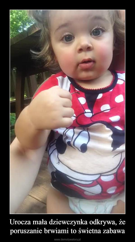 Urocza mała dziewczynka odkrywa, że poruszanie brwiami to świetna zabawa –