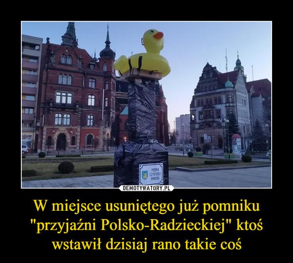"""W miejsce usuniętego już pomniku """"przyjaźni Polsko-Radzieckiej"""" ktoś wstawił dzisiaj rano takie coś –"""