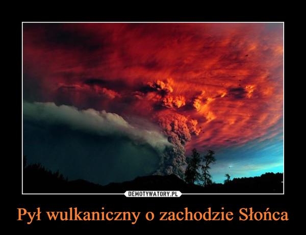 Pył wulkaniczny o zachodzie Słońca –