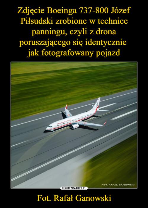 Zdjęcie Boeinga 737-800 Józef Piłsudski zrobione w technice panningu, czyli z drona poruszającego się identycznie  jak fotografowany pojazd Fot. Rafał Ganowski