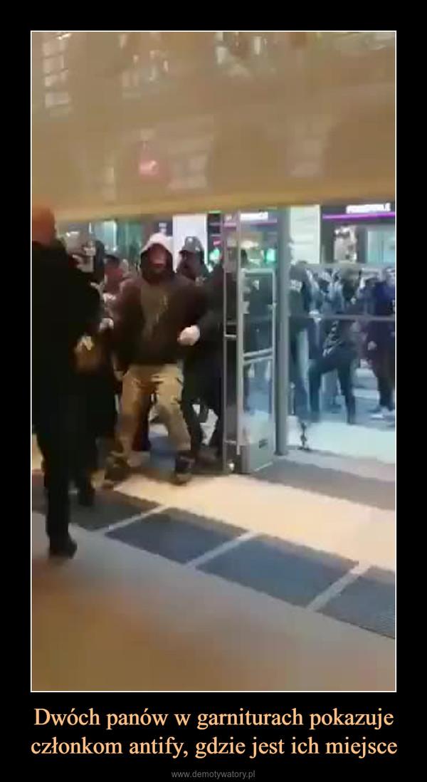 Dwóch panów w garniturach pokazuje członkom antify, gdzie jest ich miejsce –