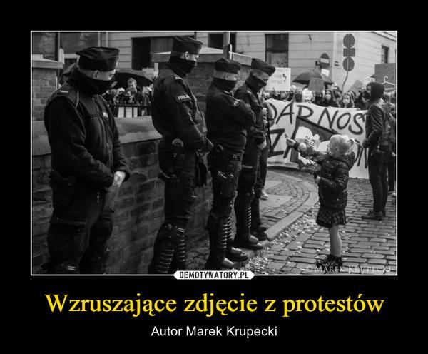Wzruszające zdjęcie z protestów – Autor Marek Krupecki