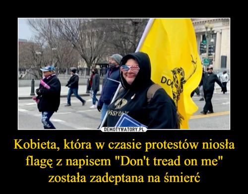 """Kobieta, która w czasie protestów niosła flagę z napisem """"Don't tread on me"""" została zadeptana na śmierć"""