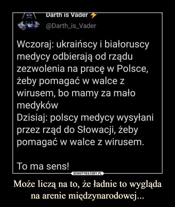 Może liczą na to, że ładnie to wyglądana arenie międzynarodowej... –  Wczoraj: ukraińscy i białoruscymedycy odbierają od rząduzezwolenia na pracę w Polsce,żeby pomagać w walce zwirusem, bo mamy za małomedykówDzisiaj: polscy medycy wysyłaniprzez rząd do Słowacji, żebypomagać w walce z wirusem.To ma sens!